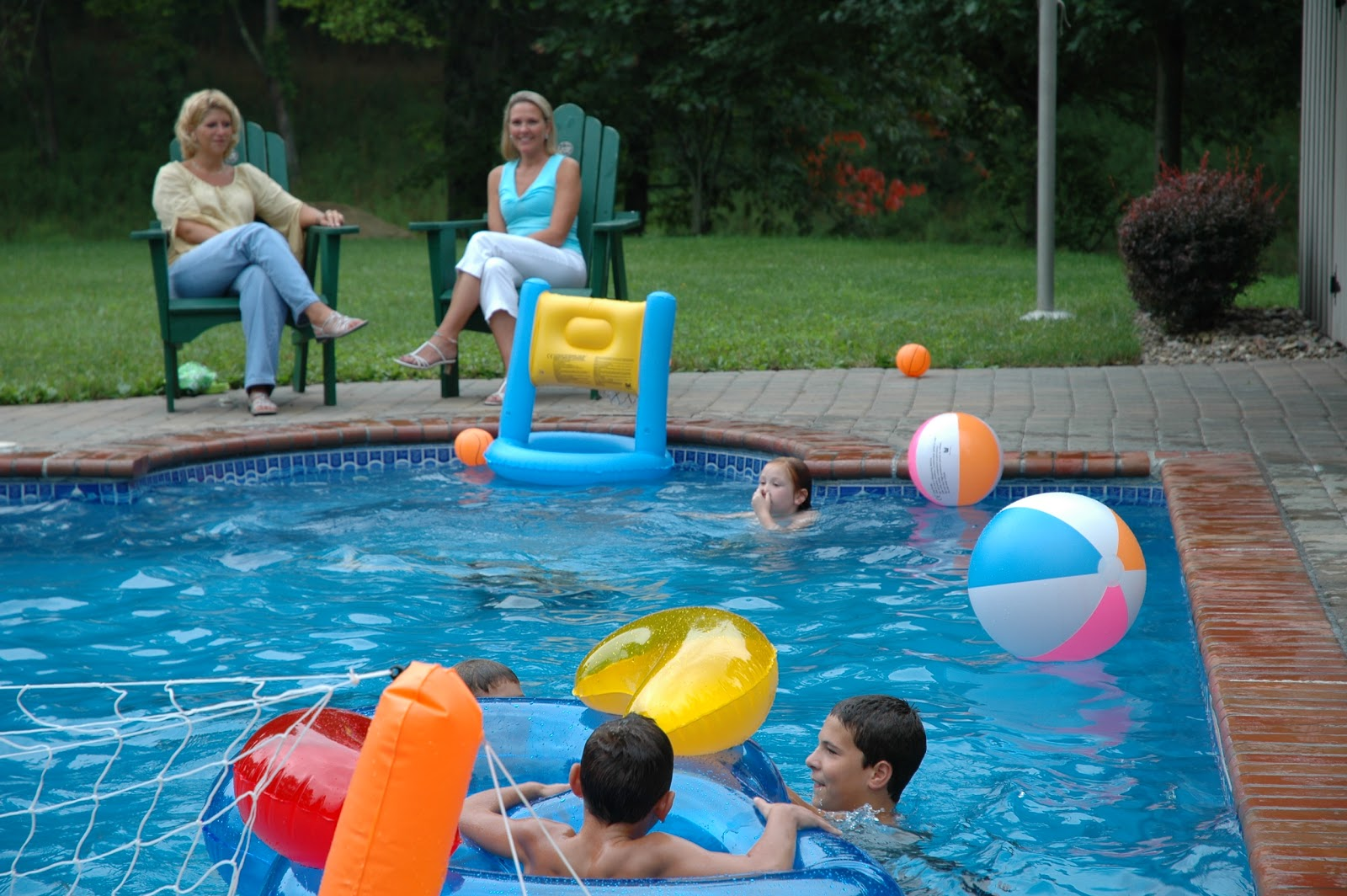 Best swimming pool games to play this summer abc at home - Swimming pool games for two players ...